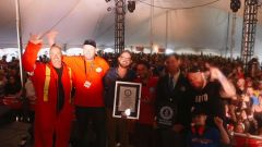 Il vincitore proclamato al termine del Demolition Derbi da record di St-Lazare de Bellechasse, in Canada