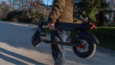 Il VivoBike S3 Pro piegato e pronto per essere portato in giro