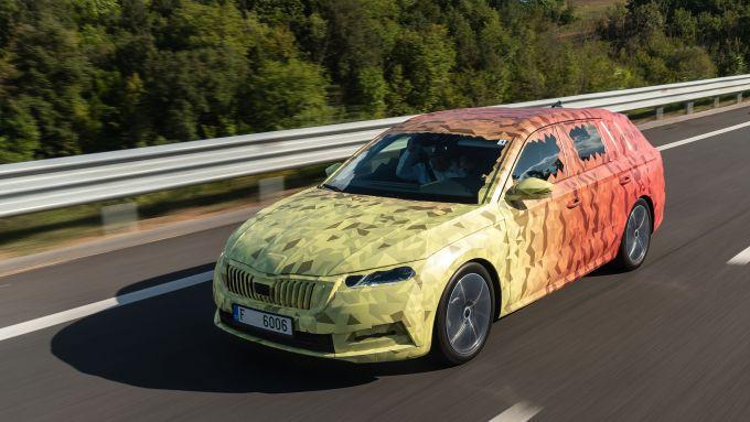 Immagine camuffata della nuova Skoda Octavia 2020