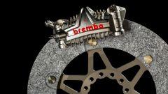 Impianto frenante con disco in carbonio e pinza GP4 Brembo