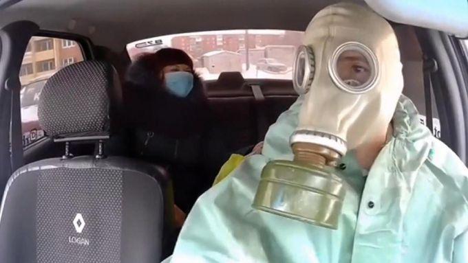 In auto con più persone? Ok la protezione, ma senza esagerare...