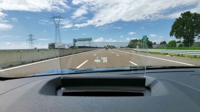 In autostrada con la Citroen e-C4 elettrica