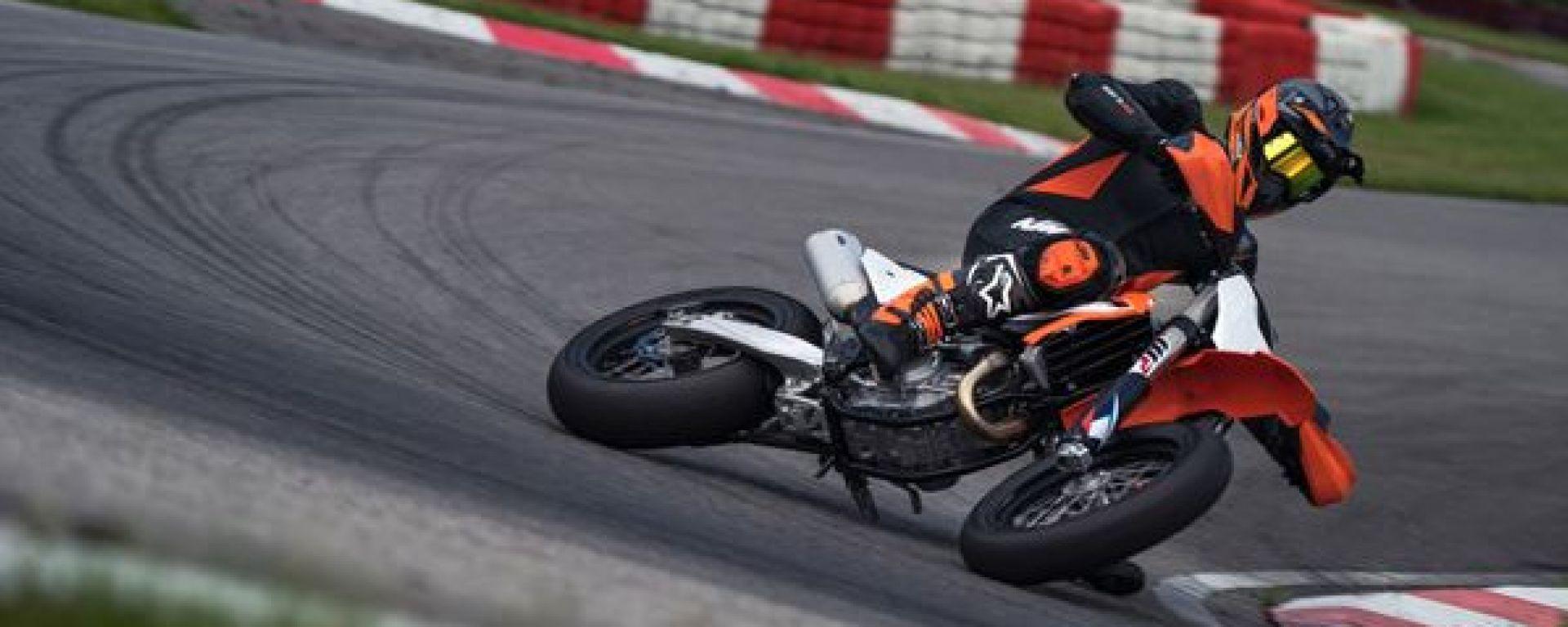 In azione con la KTM 450 SMR 2021