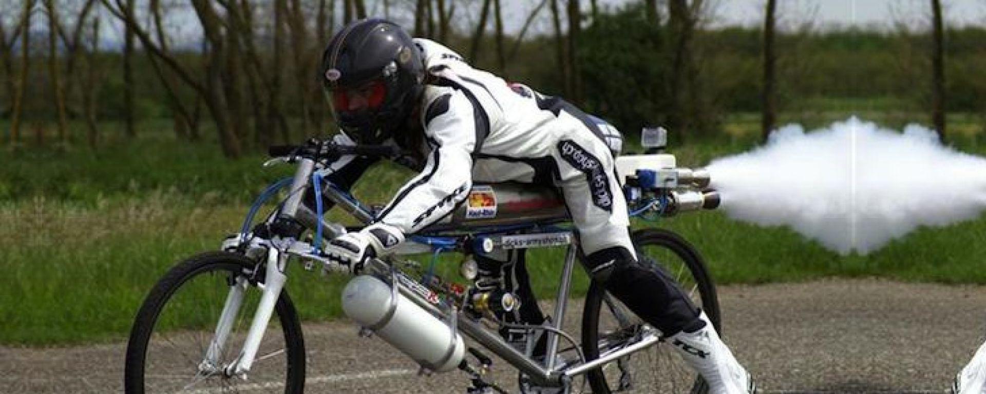 In bici a 263 km/h