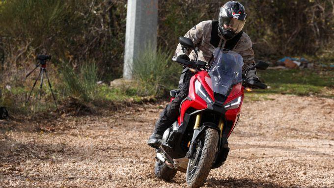 In fuoristrada con l'Honda X-ADV 2021
