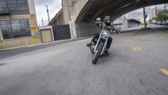 In piega con l'Harley-Davidson Softail Standard 2020