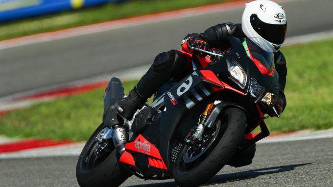 In pista a Cervesina con la Aprilia RSV4 Factory 2020 e le Michelin Power Cup2