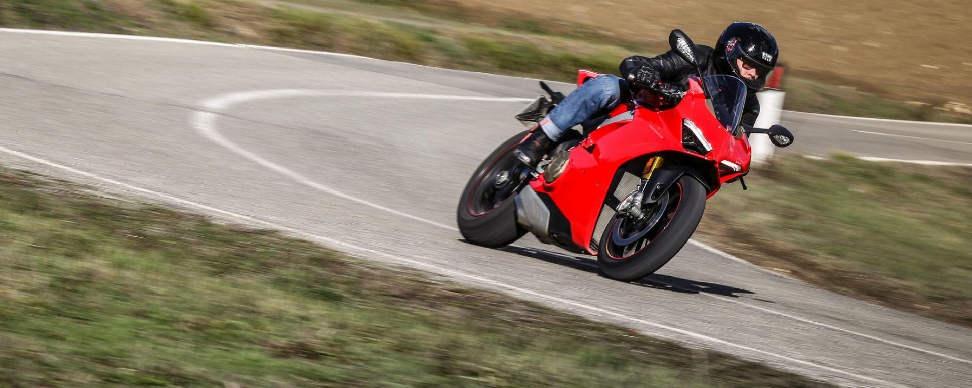 In prova con la Ducati Panigale V4s