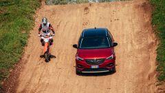In prova con la Opel Grandland X Hybrid4