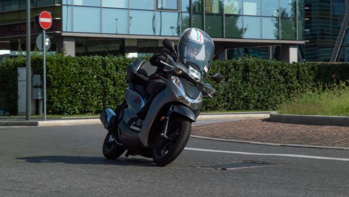 In sella al Honda SH 300i Sport 2019