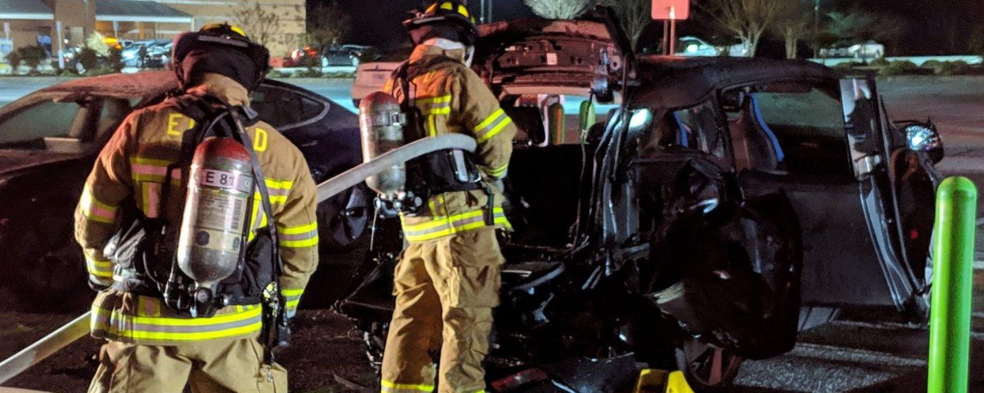 Incendi di auto elettriche: pompieri impreparati?
