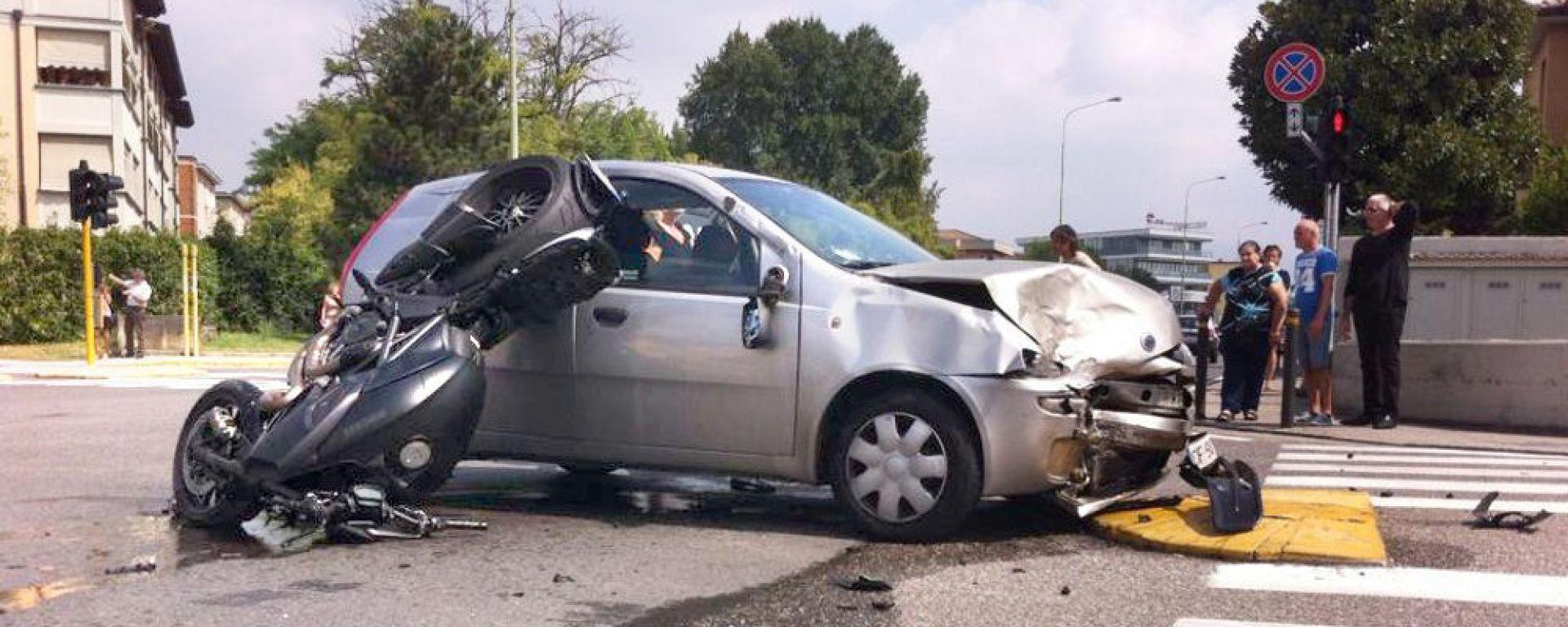 Incidenti auto-moto: cinque consigli pratici per evitarli