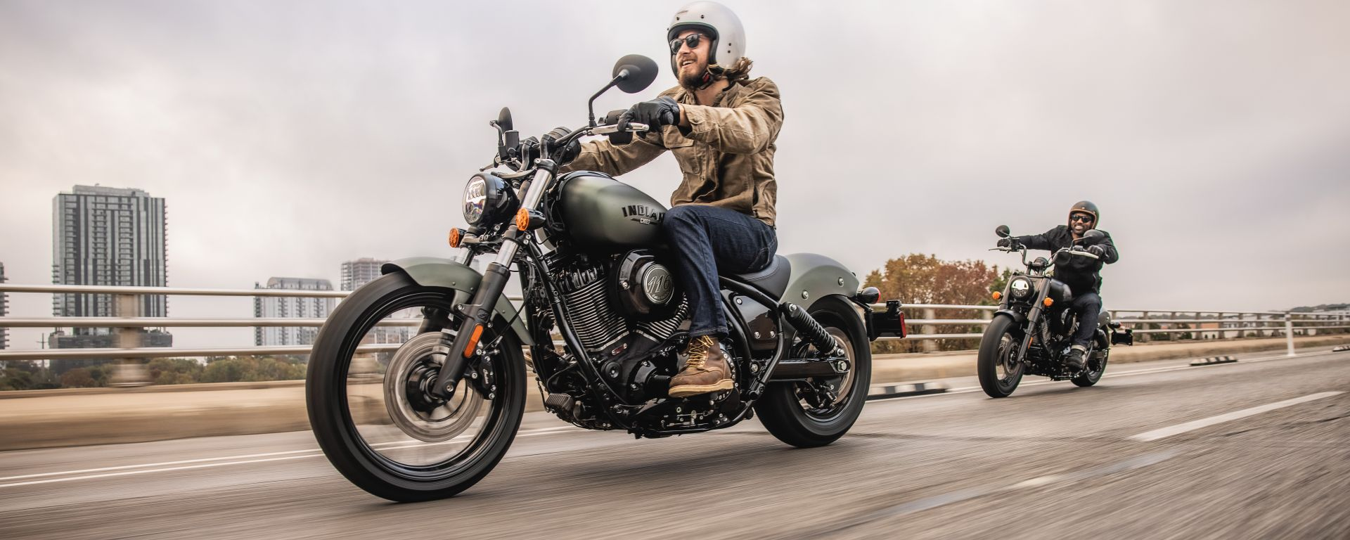 Indian Chief Dark Horse 2022 in strada