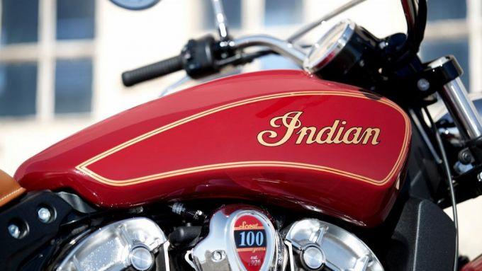 Indian Scout 100th Anniversary serbatoio