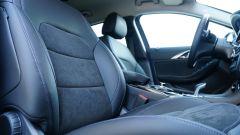 Infiniti Q30 Premium, i comodi sedili rivestiti in Alcantara e pelle
