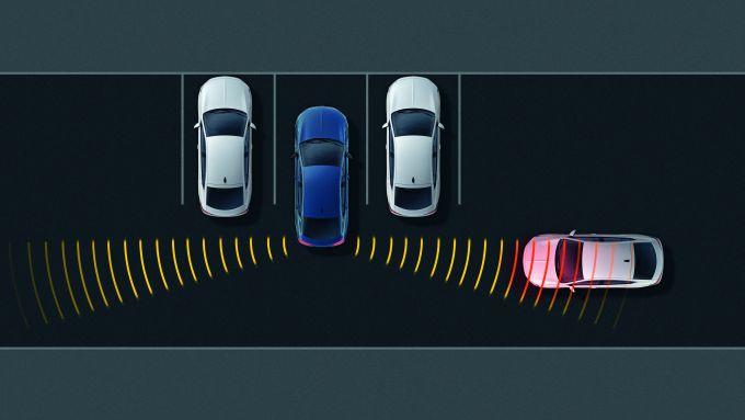 Insignia 2020, debutta il Rear cross traffic alert