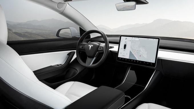 Interni della Tesla Model 3