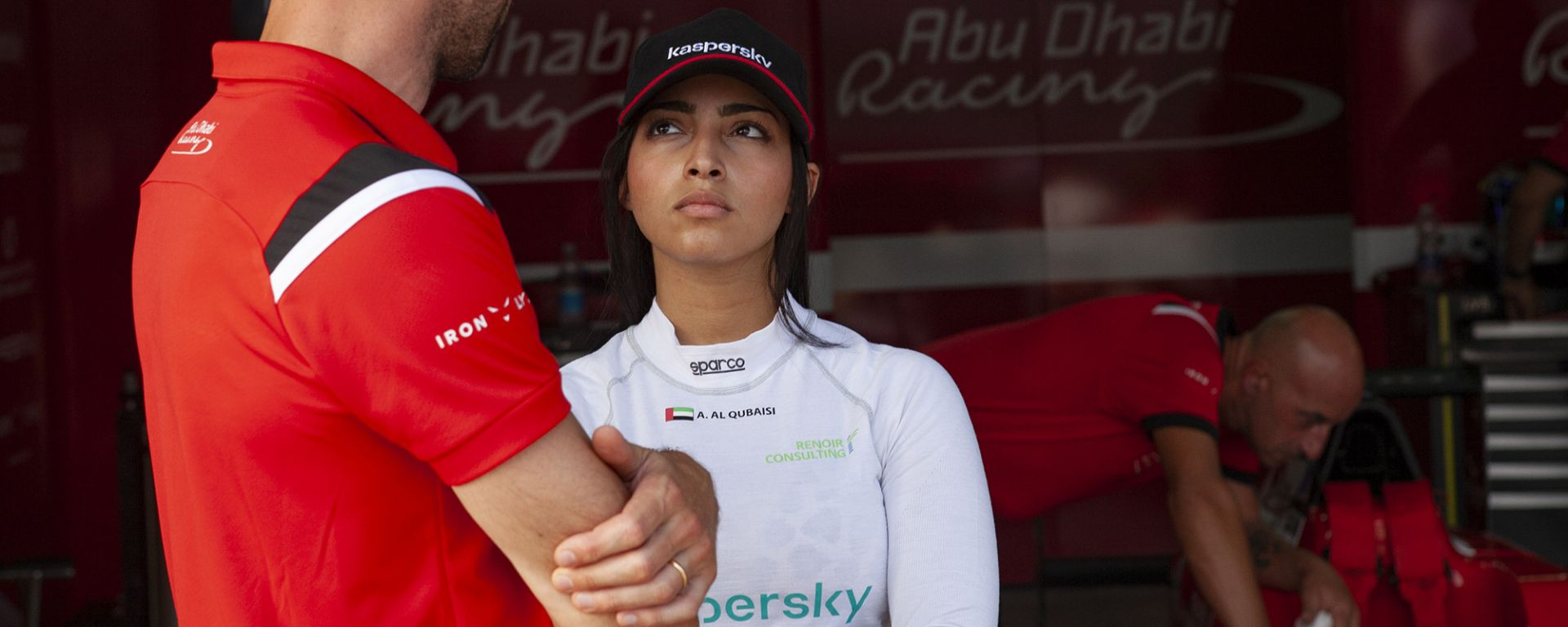 La prima pilota araba: l'intervista ad Amna Al Qubaisi