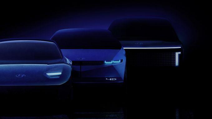 Ioniq 5, il SUV medio, Ioniq 6, la berlina e Ioniq 7, il grosso SUV. Dal 2021 al 2024, gli elettrici della sottomarca Hyundai