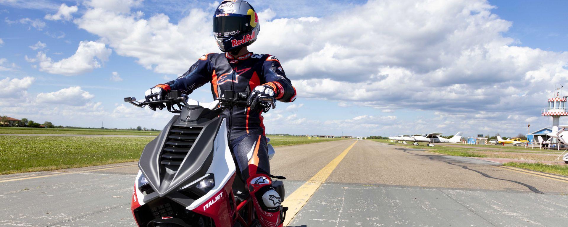 Italjet Dragster: Andrea Dovizioso collauda il nuovo scooter sportivo in pista