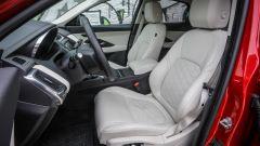 Jaguar E-Pace  D180 AWD HSE: gli interni in pelle chiara