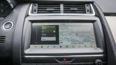 Jaguar E-Pace  D180 AWD HSE: il display infotainment è chiaro e veloce al tocco