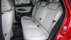 Jaguar E-Pace  D180 AWD HSE: sui sedili posteriori meglio i 2 che in 3