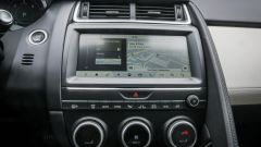 Jaguar E-Pace: il sistema infotainment da 10 pollici