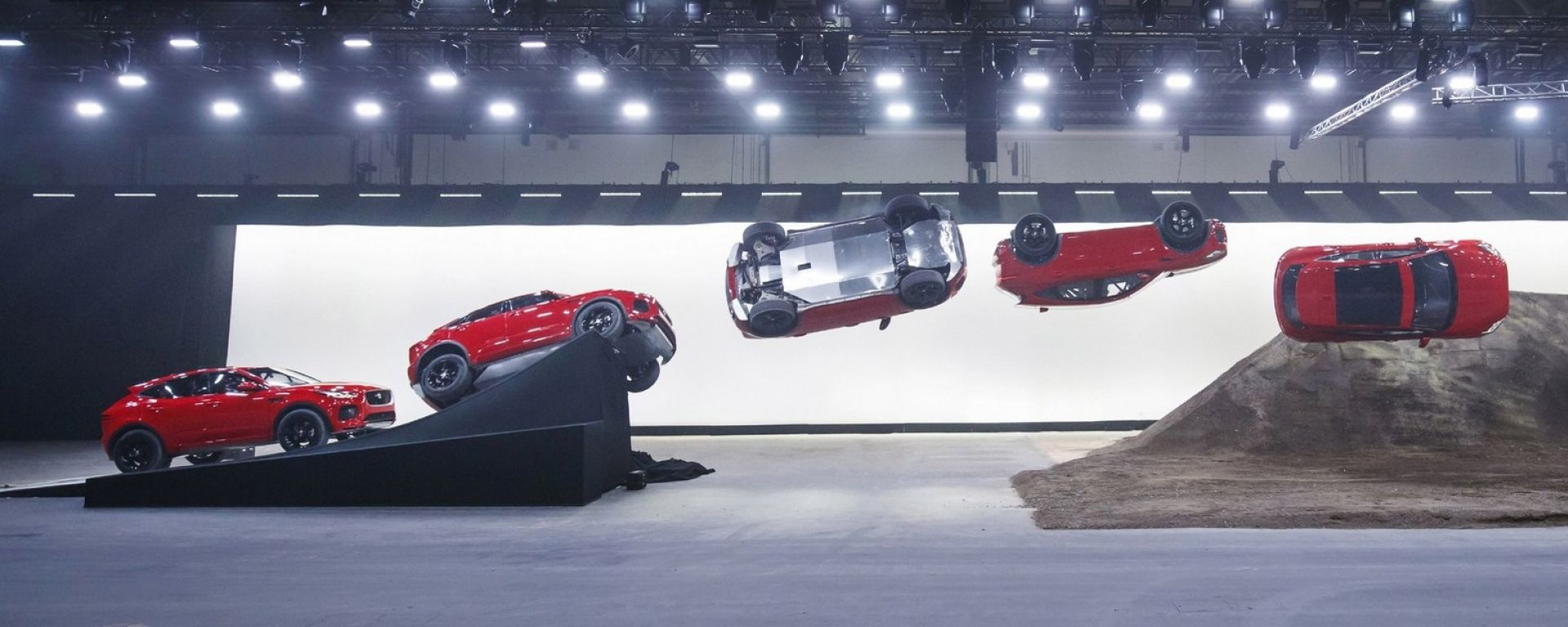 Jaguar E-Pace nel Guinness dei primati per questa acrobazia
