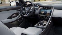 Jaguar E-Pace R-Dynamic Black Edition, SUV compatto ingioiellato - Immagine: 5
