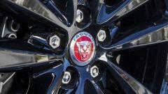 Jaguar F-Pace 2.0d 4WD: bastano 180 cavalli su una SUV sportiva? Guarda il video - Immagine: 9