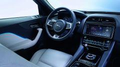 Jaguar F-Pace monta uno schermo infotainment da 10,2 pollici