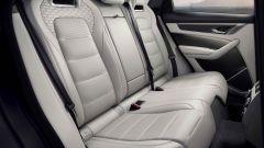 Jaguar F-Pace SVR 2021: interni, il divano posteriore