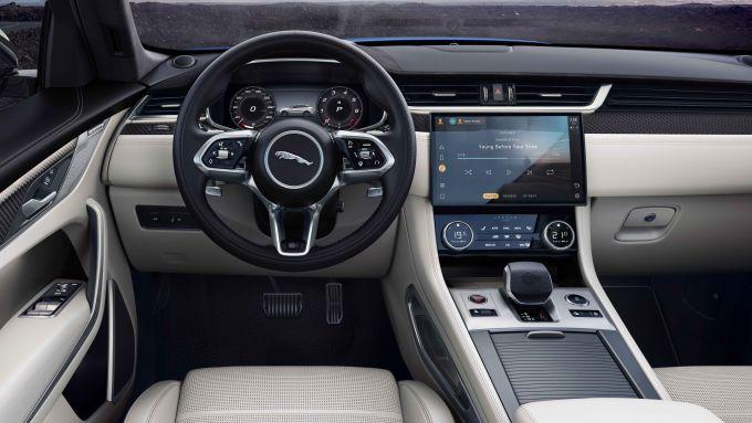 Jaguar F-Pace SVR 2021: interni, l'abitacolo e la plancia