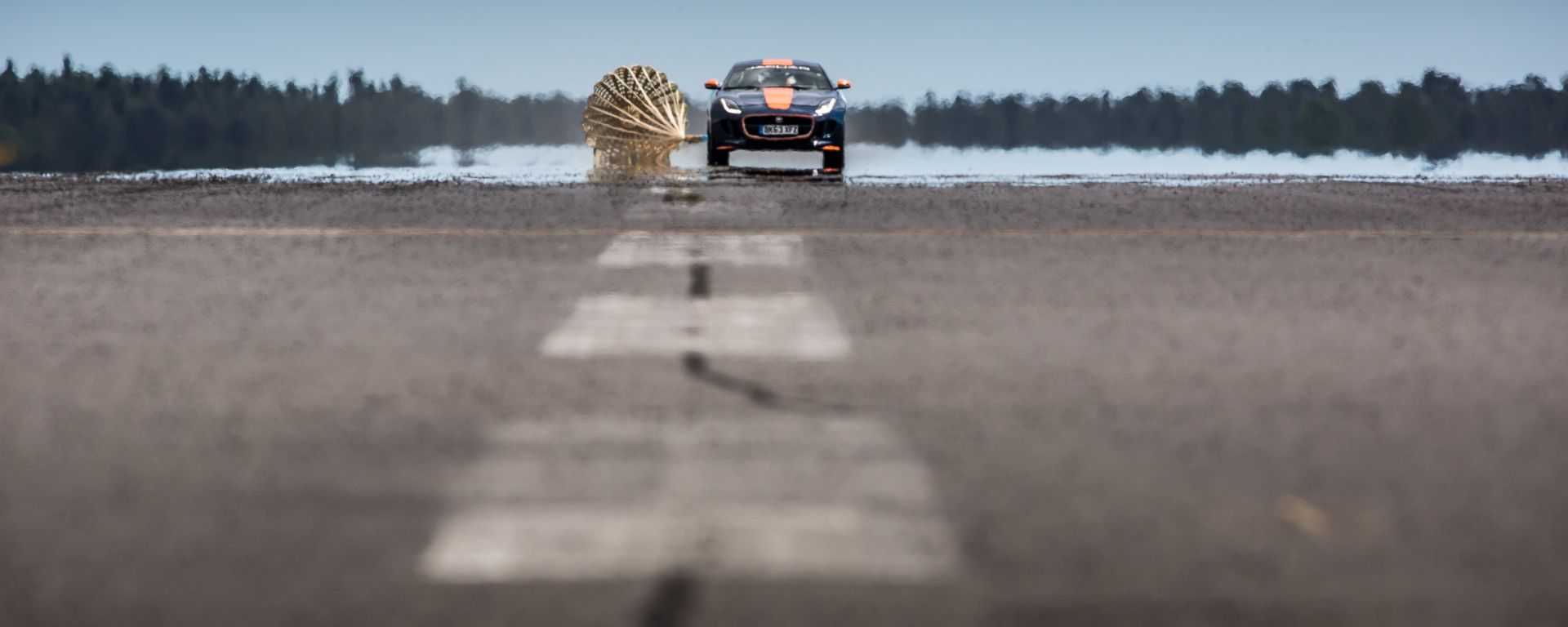 Jaguar F-Type R Coupé: come frenare un razzo