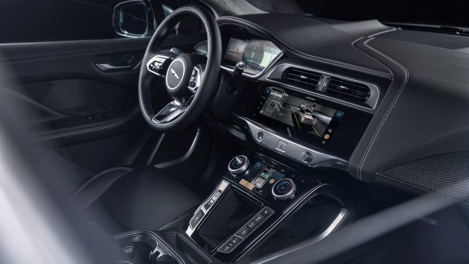 Jaguar I-Pace 2021: l'abitacolo del SUV EV inglese
