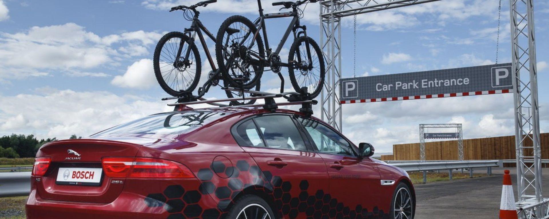 Jaguar Land Rover Overhead Clearance Assist: il sensore salva-bici