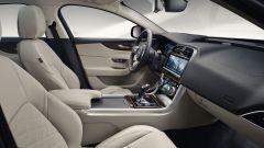 Nuova Jaguar XE 2019, cambia look la berlina del Giaguaro - Immagine: 6
