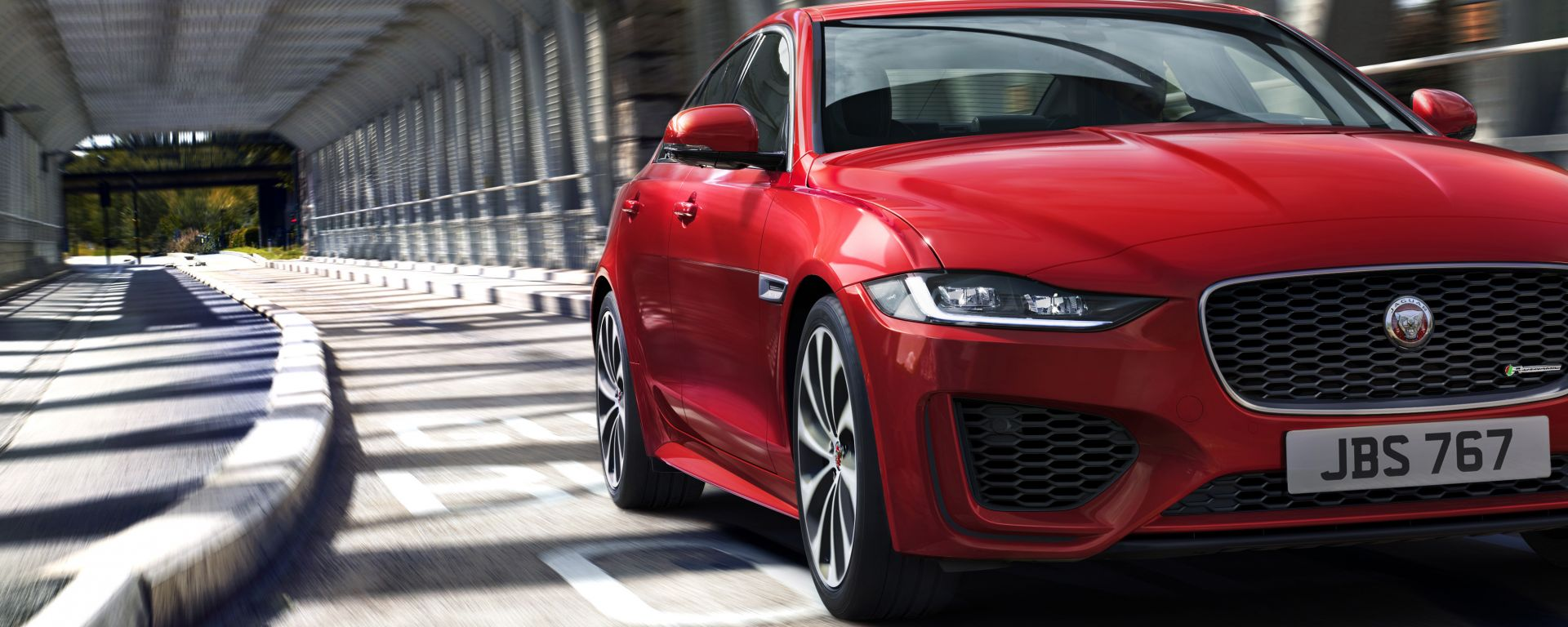 Nuova Jaguar XE 2019, cambia look la berlina del Giaguaro