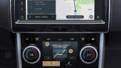 Jaguar XE 2021: il display da 10