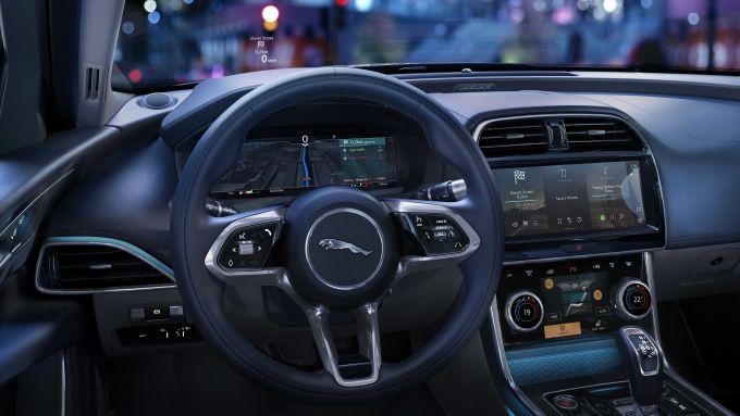 Jaguar XE 2021: interni, il volante
