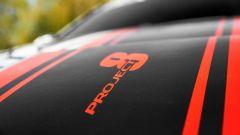 Jaguar XE SV Project 8, le stripes sul cofano