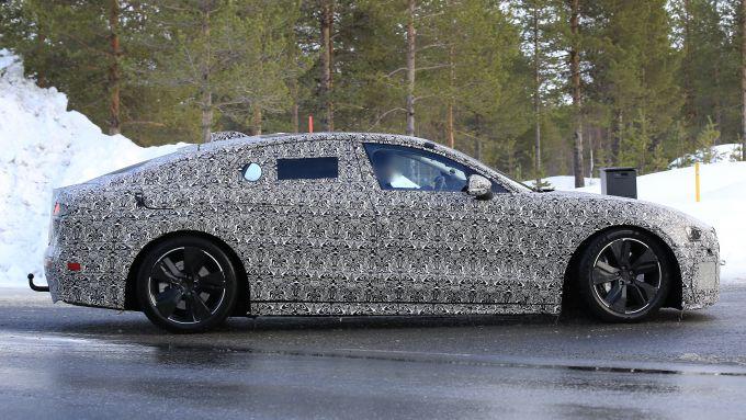 Jaguar XJ: vista laterale