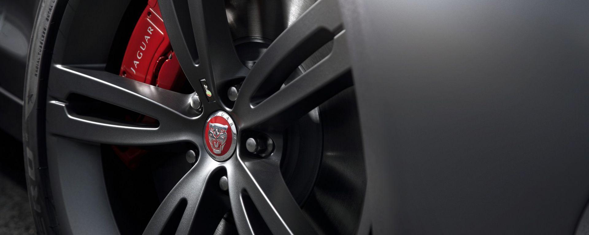 Jaguar XJR 2013, nuove foto e video
