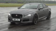Jaguar XJR575: con 575 cv è lei la XJ più potente di sempre
