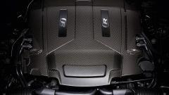 Jaguar XJR575: il V8 5.0 con compressore volumetrico passa dai precedenti 550 agli attuali 575 cv