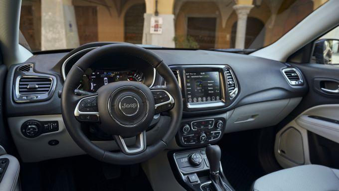 Jeep Compass 4xe, gli interni