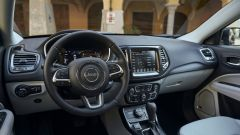 Jeep Compass 4xe plug-in hybrid, gli interni