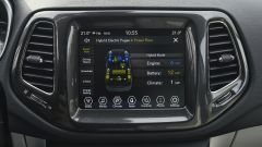 Jeep Compass 4xe plug-in hybrid Limited, l'infotainment Uconnect da 8,4 pollici