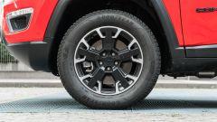 Jeep Compass 4xe Trailhawk: dettaglio del cerchio